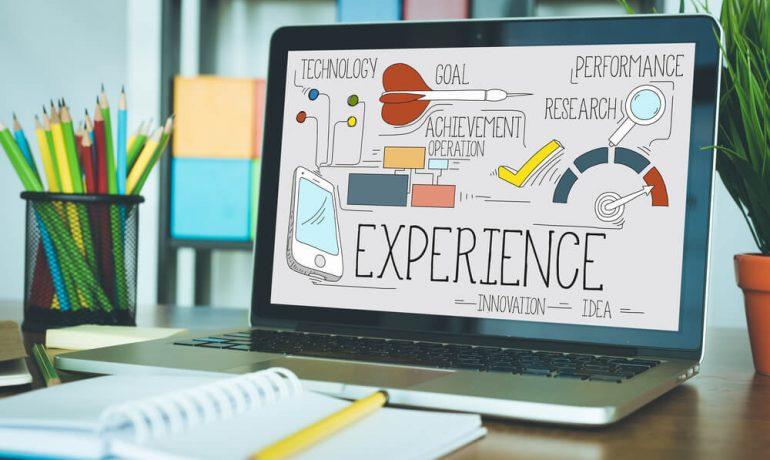 pantalla de ordenador con la customer experience escrito